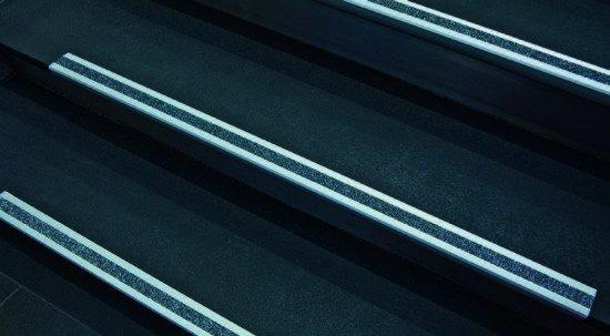Nez de marche antidérapant en aluminium