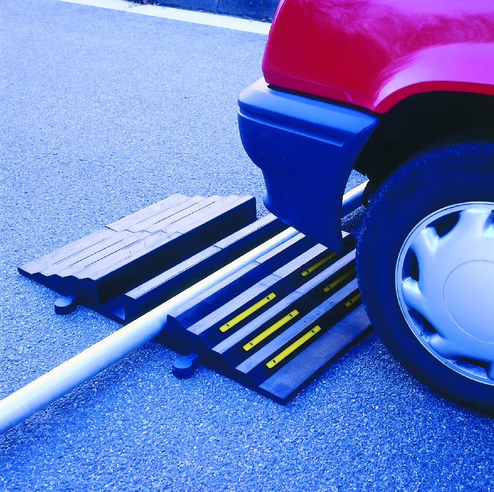 Protections de tuyaux au sol